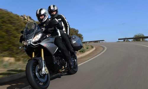 Protección de conductor de moto y paquete